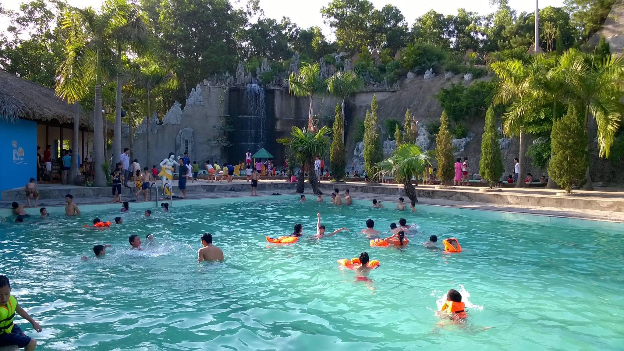 bể bơi ngoài trời tại thanh lâm resort
