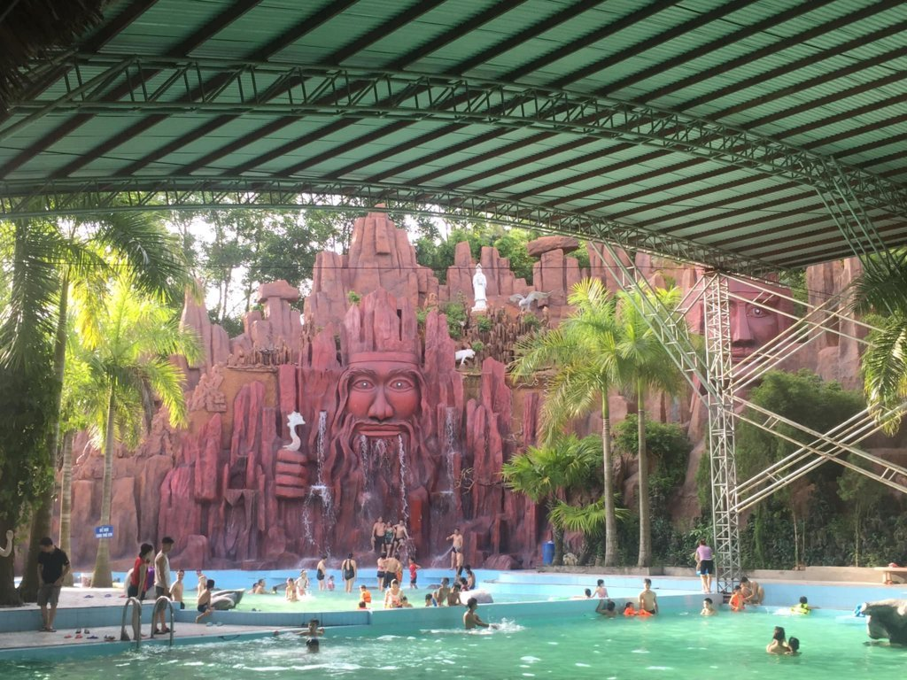 Thác nước ngoài trời Thanh Lâm resort