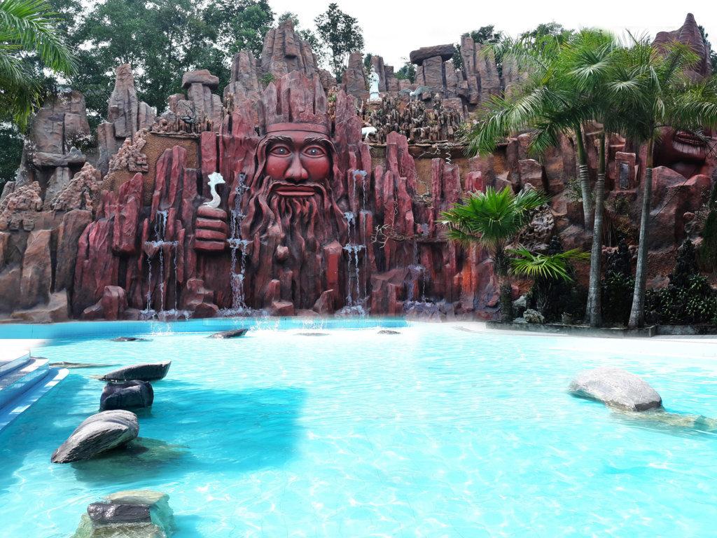 Thác nước ngoài trời Thanh Lâm resort 2019